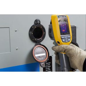 Fluke CV300 clirvu? 75 mm (3 in) infrared window, quarter-turn latch